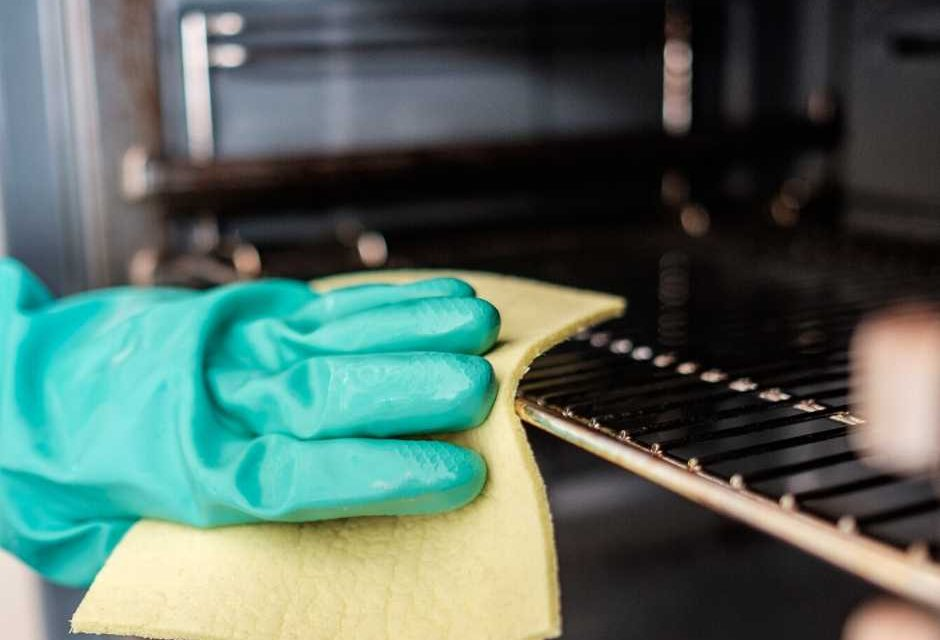 7 Things You're Forgetting to Clean in Your Kitchen