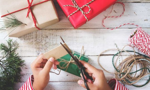 23 Easy DIY Christmas Presents Your Friends & Families Will Adore